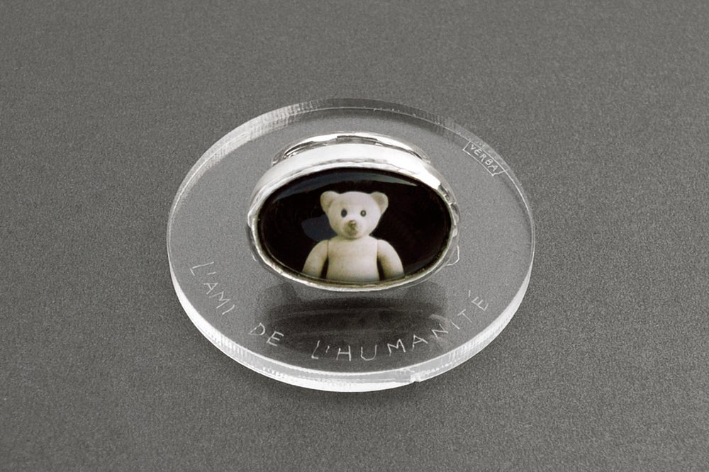 Image of teddy-bear's silver ring with photo, rock crystal AMICUS HUMANI GENERIS