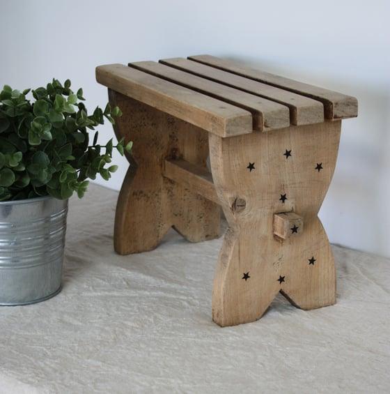 Image of Petit tabouret en bois.