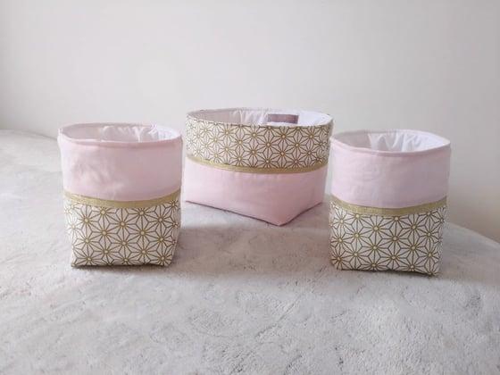 Image of Sur commande: Lot de trois paniers rose et or.