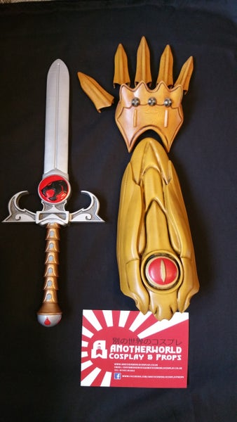 Image of Dagger of omens and Liono's Claw shield
