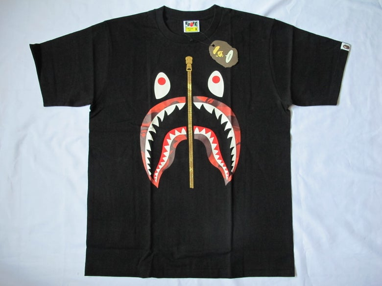 Image of A Bathing Ape (Bape) - SS Camo Shark (Black/Red)