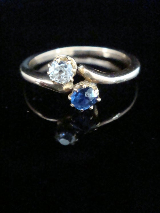 Image of Edwardian 18ct sapphire and diamond twist ring