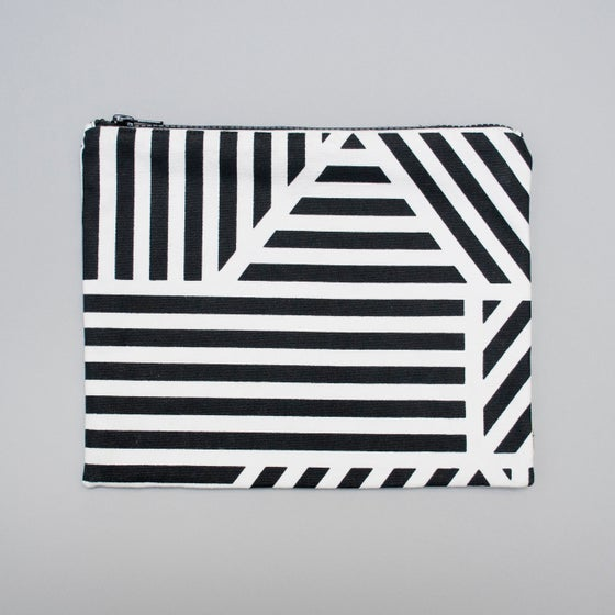 Image of Loha monochrome flat purse by Kangan Arora