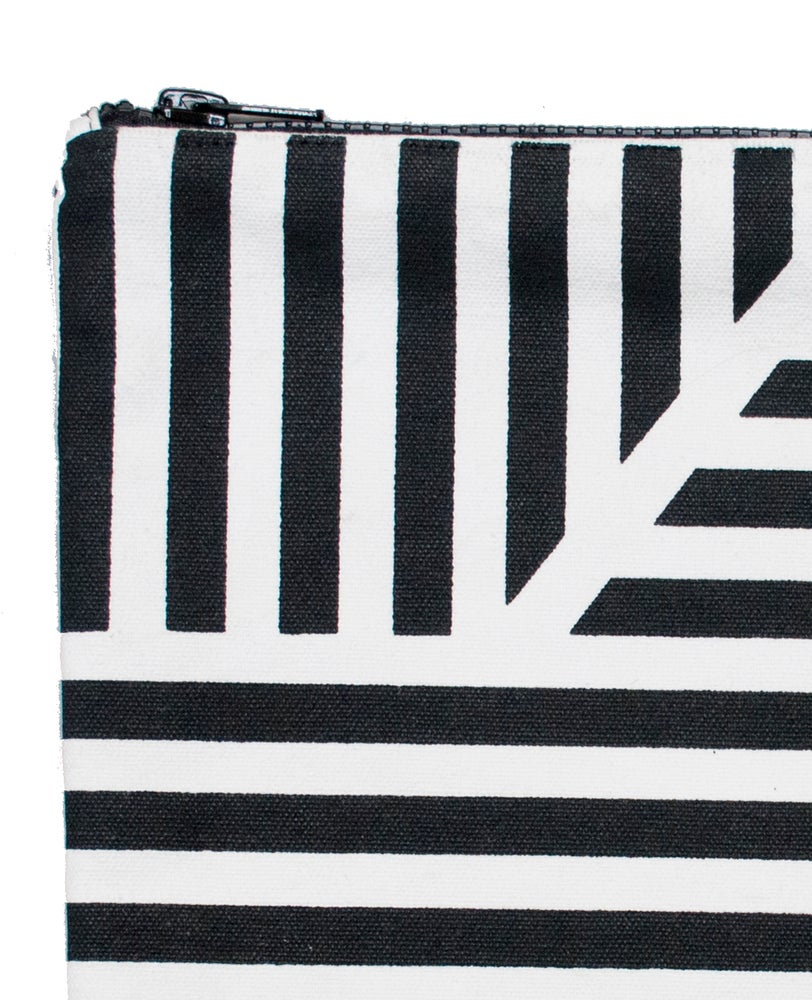 Image of Loha monochrome flat purse by Kangan Arora - 25% off