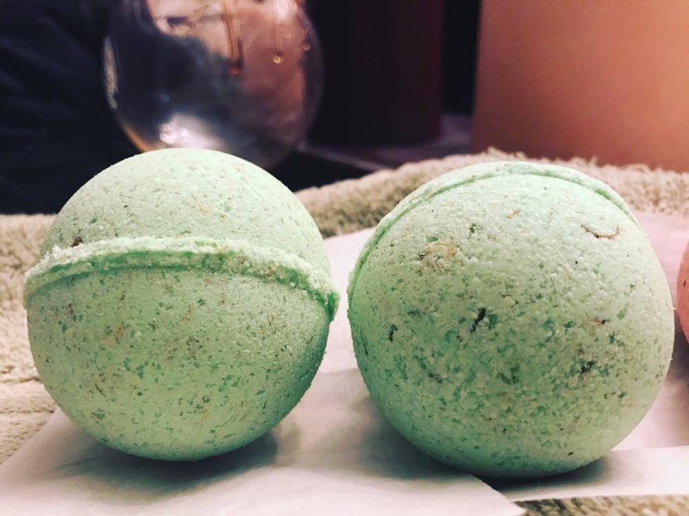 Image of Ganjalyptus Bath Bomb