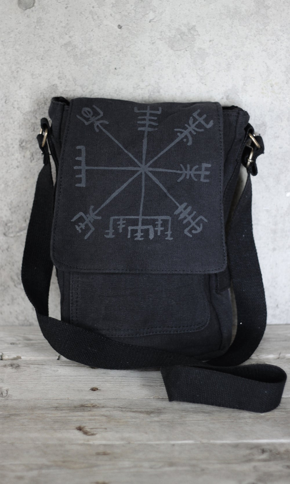 Image of VEGVÍSIR CROSS BODY BAG