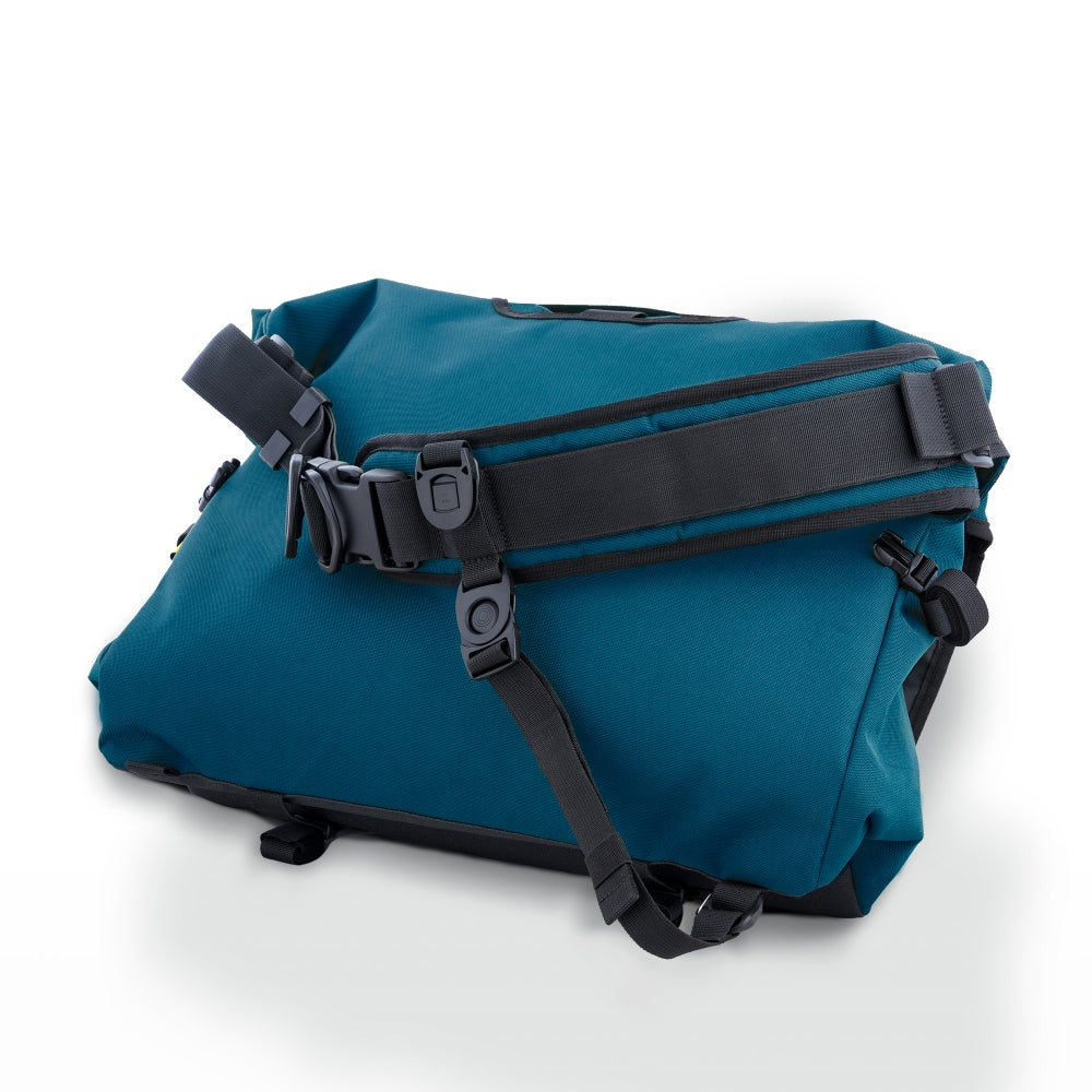 Image of The Echelon 32L Messenger
