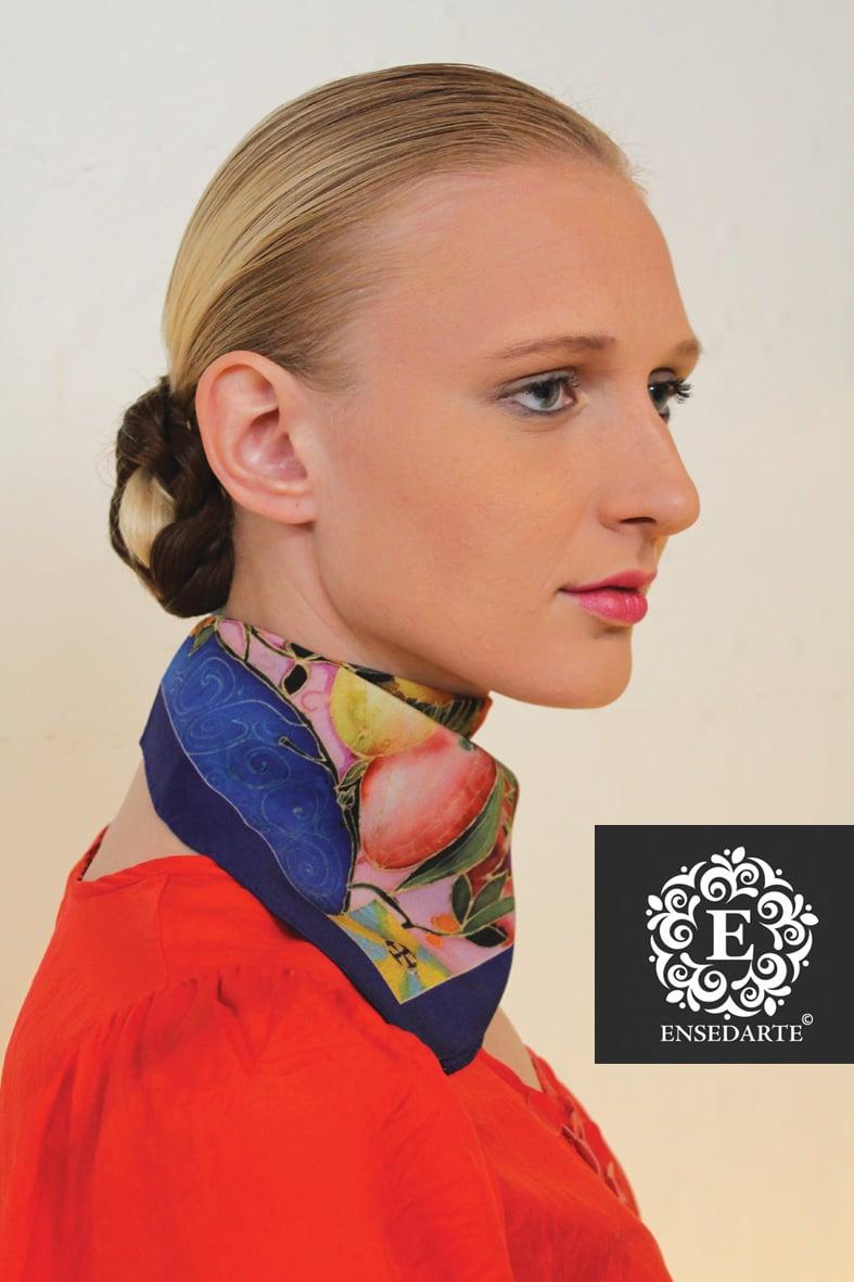Image of small spring square silk/pañuelo cuadrado diseño floral en seda