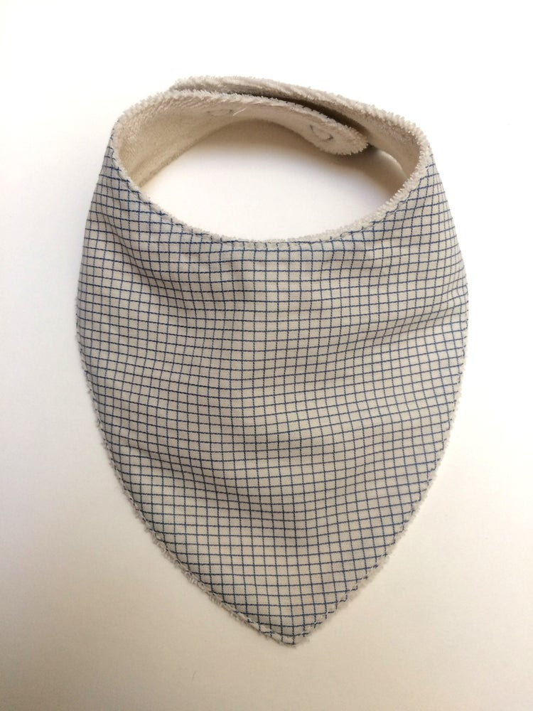 Image of Bavoir bandana | Petits carreaux blanc et bleu