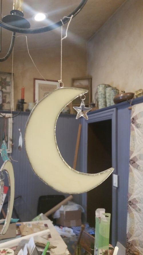 Image of Cresent moon w/hanging star