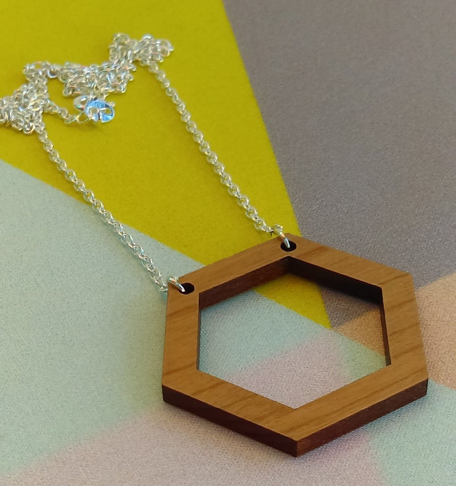 Image of Raw designs on chains
