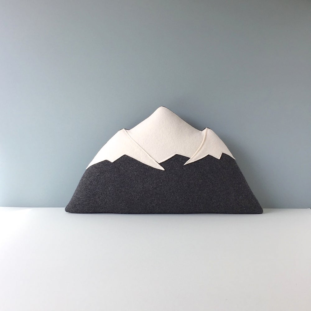Image of Mt Rainier - Mountain Pillow