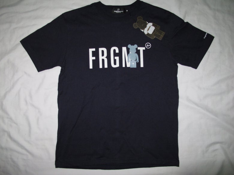 Image of MeDICOM X FRAGMENT DESIGN - FRGMT BE@RTee (Navy)