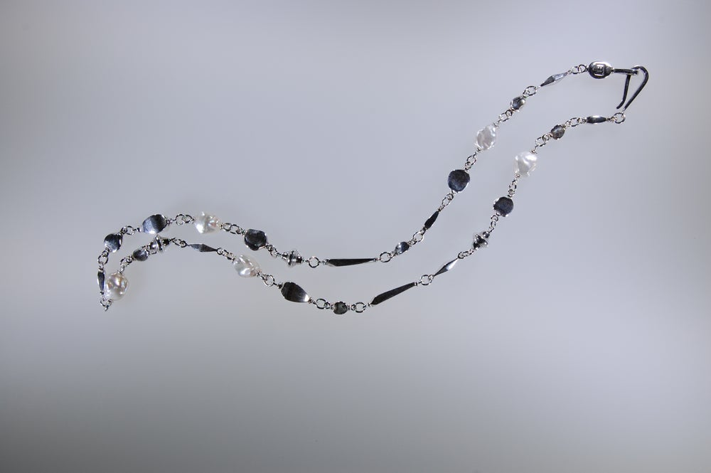 Image of Mare, pearls necklace