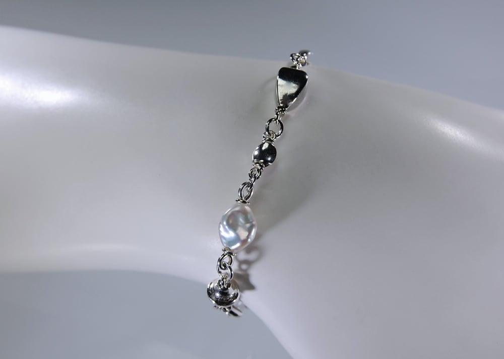 Image of Mare, pearls bracelet