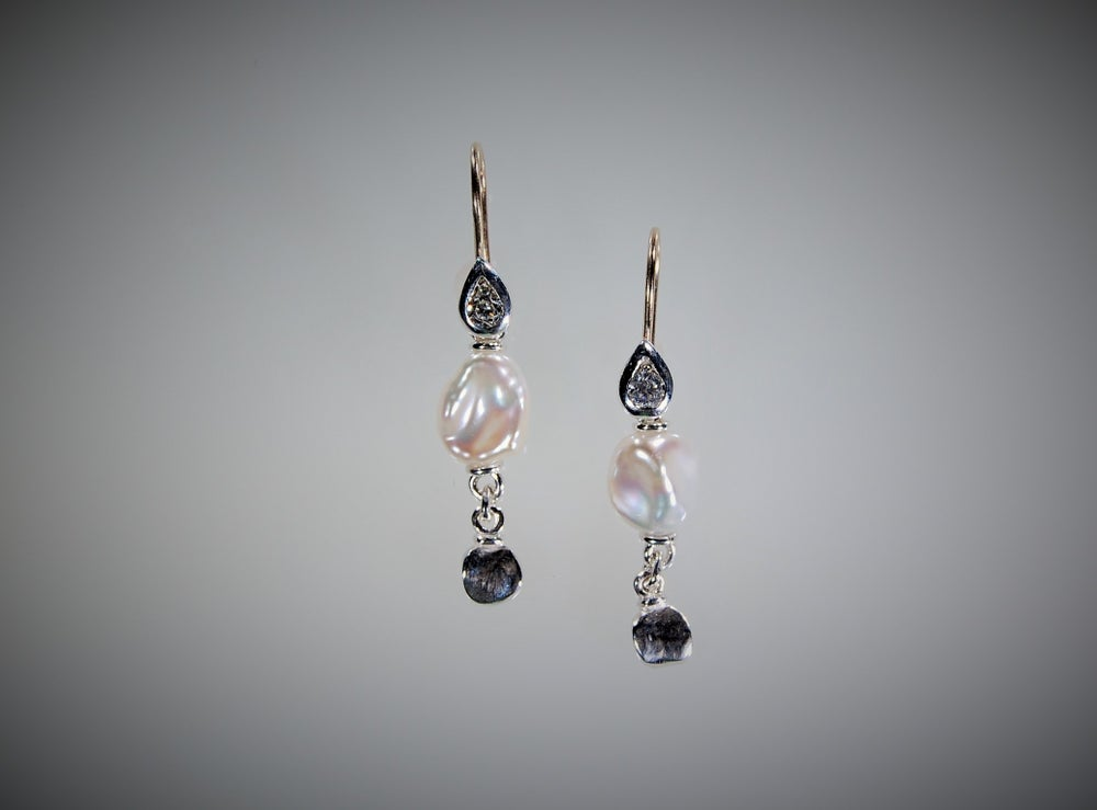 Image of Mare, pearls and diamonds earrings