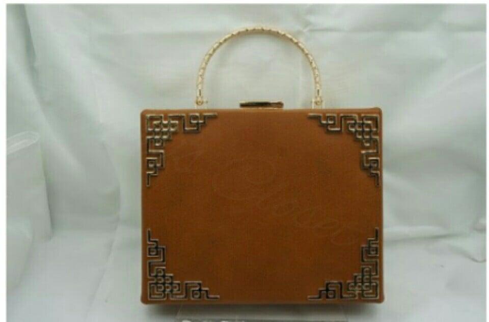 Image of BOX SHADE