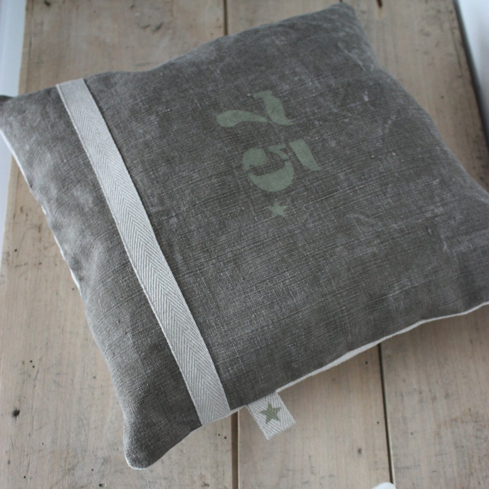 Image of Coussin toile militaire et chanvre N° 75.