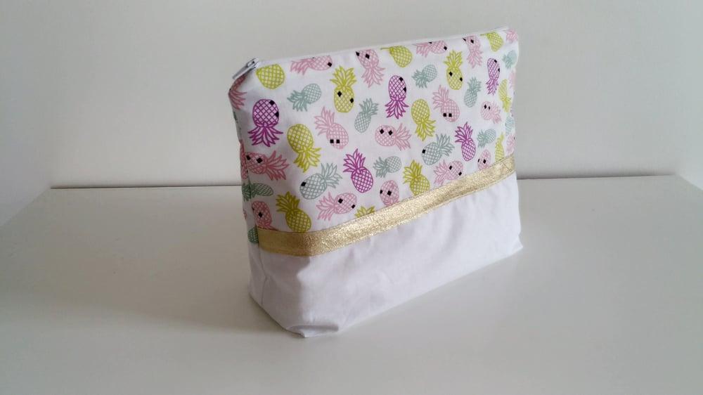 Image of En stock: Trousse de toilette modèle fille
