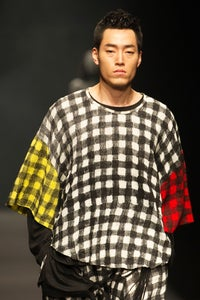 Image of Oversized Tee With Multi Colour Check Print
