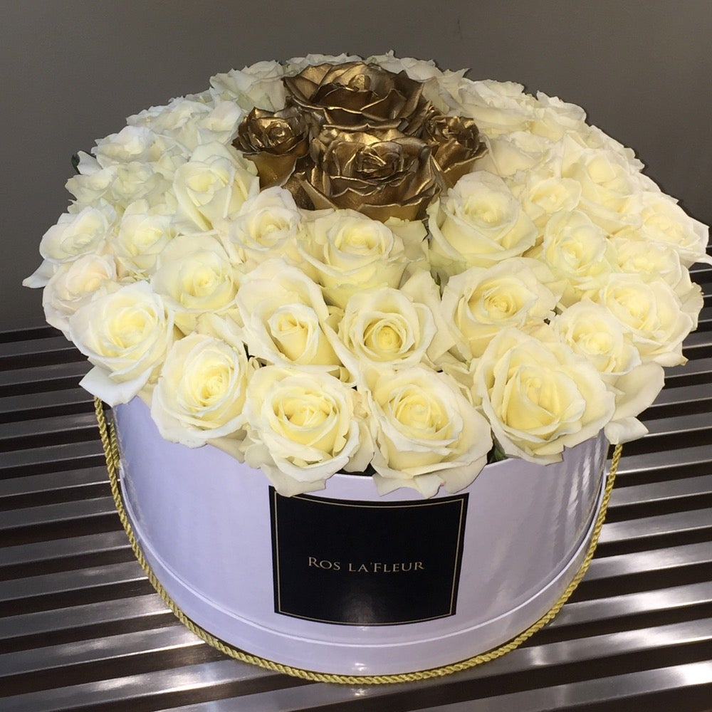 "Image of 12"" Grande Bouquet"