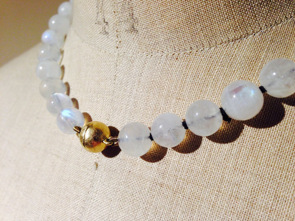 Image of 'Pure Line' rainbow moonstone necklace - regenboog maansteen collier met goud