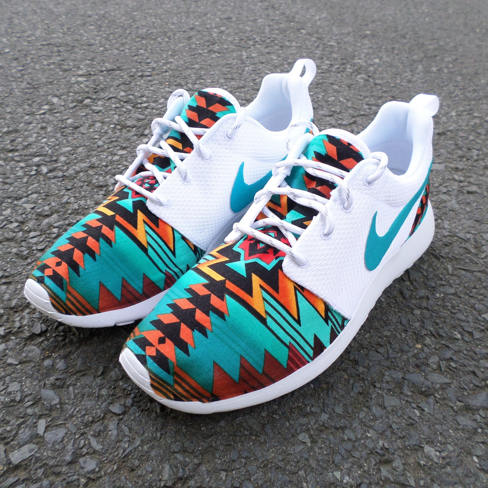where to customize nike roshes