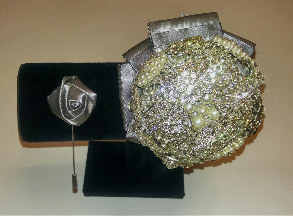 Image of ROYAL BROOCH CORSAGE AND BOUTONNIERE