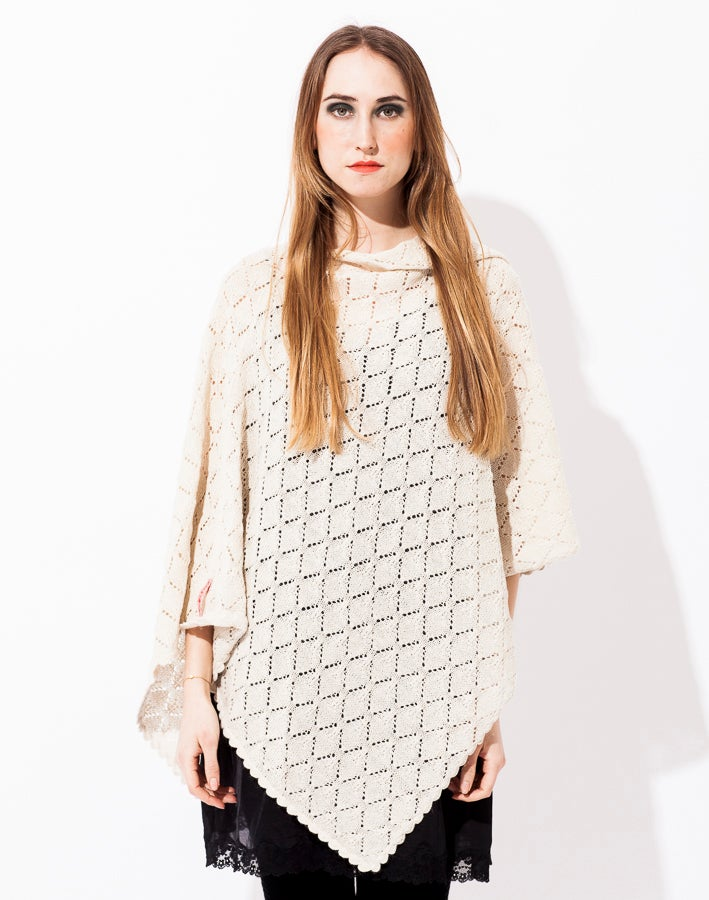 Image of Lace knitted Poncho Large          Off white
