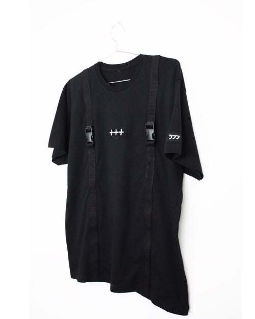 "Image of ""000-777"" BUCKLE - TEE - BLACK"