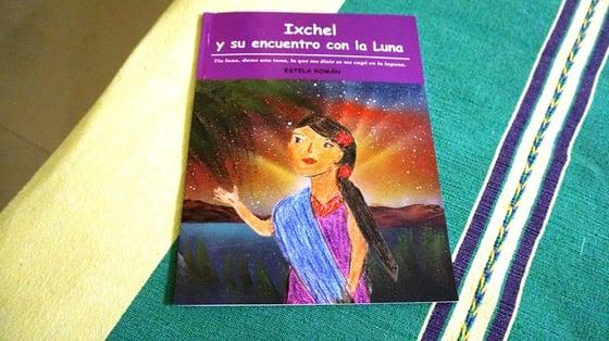 """Image of Libro/Book: """"Ixchel y Su Encuentro con la Luna"""" by Estela Roman"""
