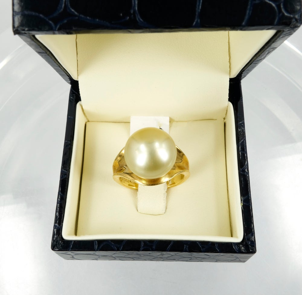Image of pj4901 Pearl + 18ct Yellow gold Cocktail Ring