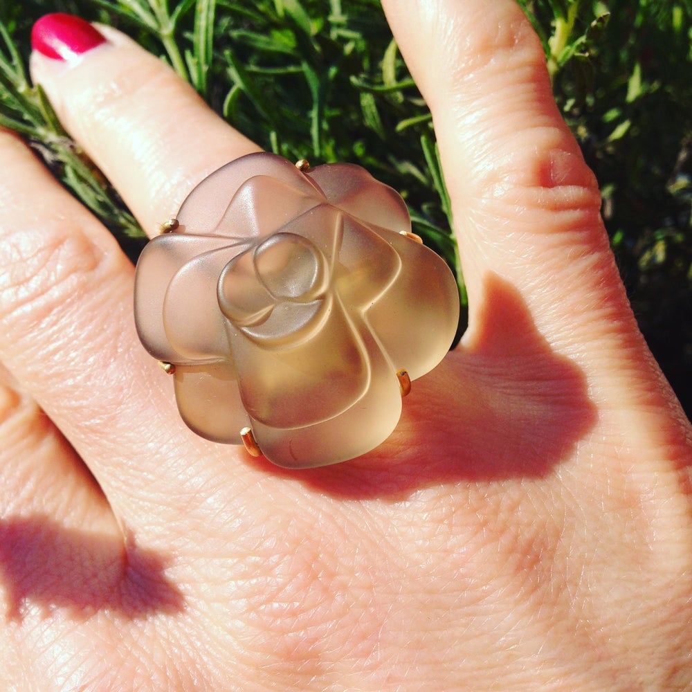 Image of Fleurs de mon cœur ring in yellow gold and smoky quartz - ring in geel goud met rookkwarts bloem