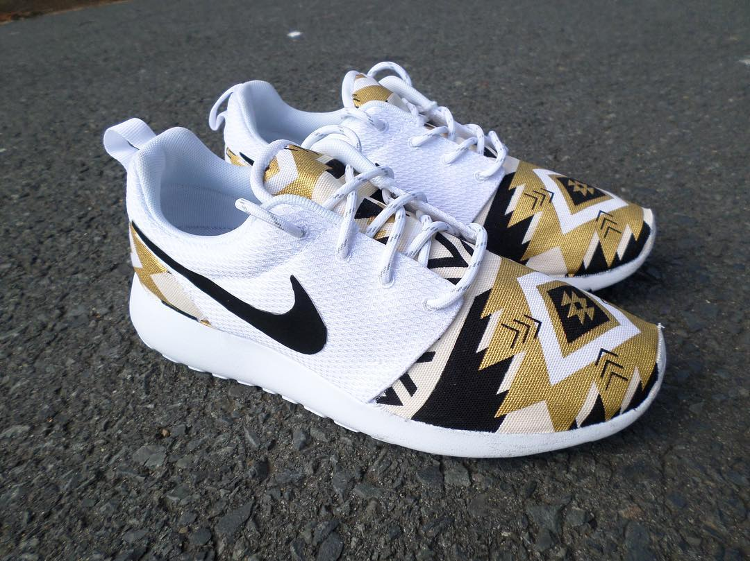 nike roshe black with gold