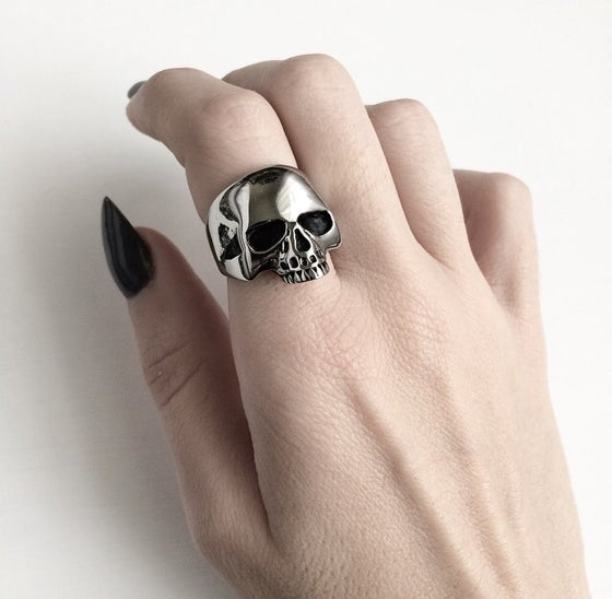 Image of SMALL CLASSIC JAWLESS SKULL RING - SOLID