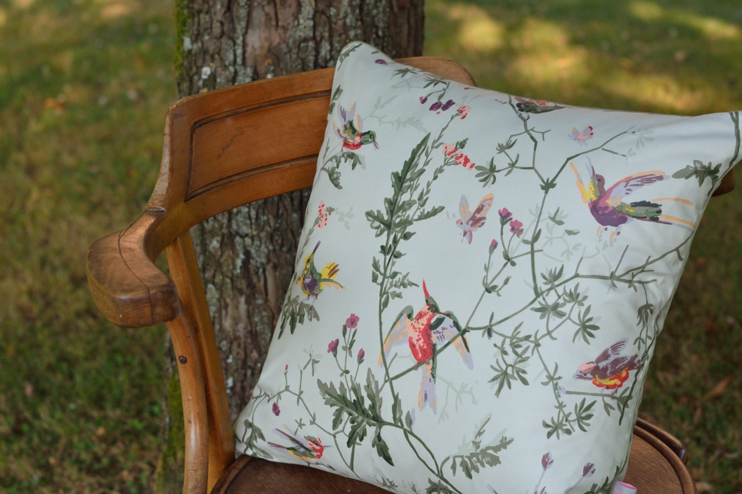 Image of Coussin Cole & Son Hummingbirds vert tendre