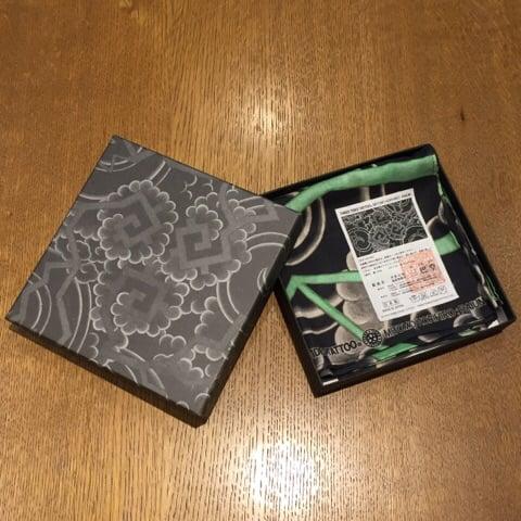 Image of RAIUN GREEN HANDKERCHIEF BY HORIHIRO