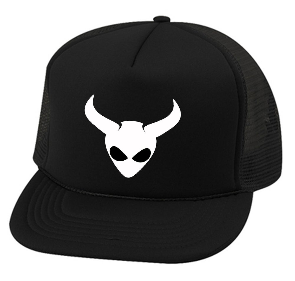 "Image of OFFICIAL - ALIEN SATAN - ""ALIEN"" LOGO - TRUCKER HAT - BLACK"
