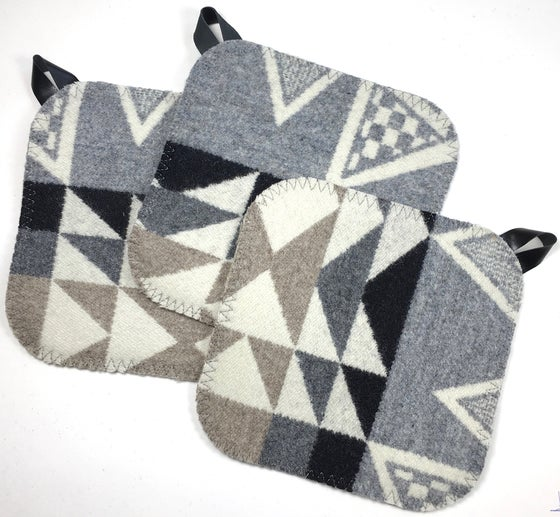 Image of Western Wool Potholder - Grey/Tan