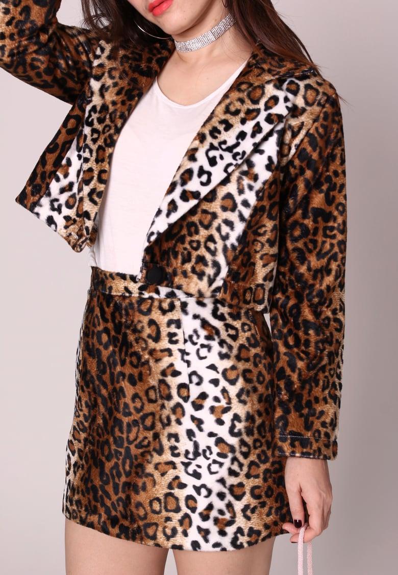 Image of Fran Blazer set in Leopard