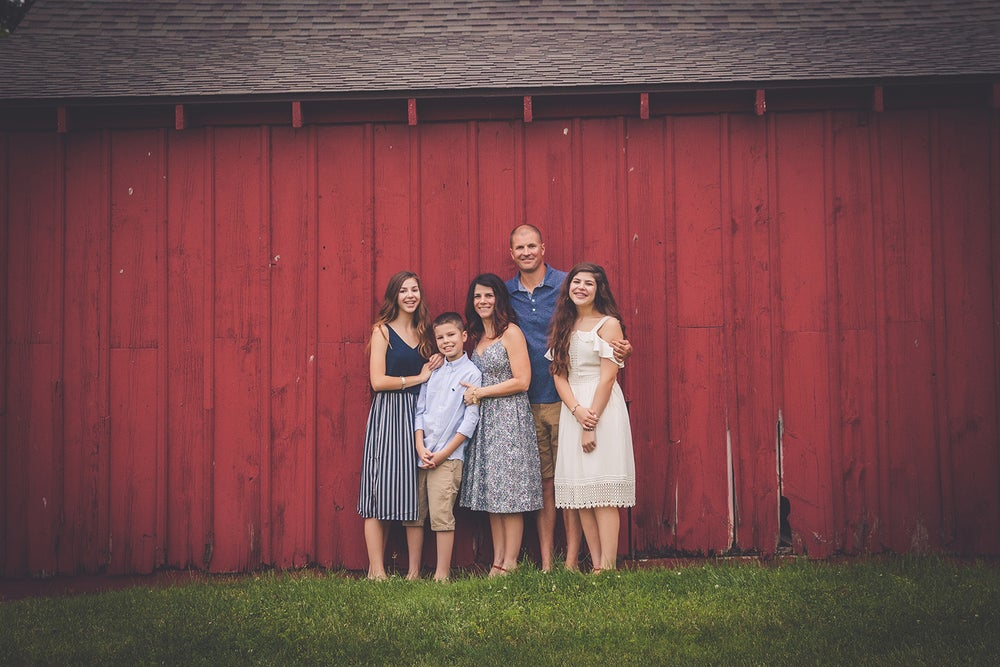 Image of Fall Mini Sessions: Country House/Red Barn/Park Location  (HALF RETAINER FEE) Aug/Sept Dates