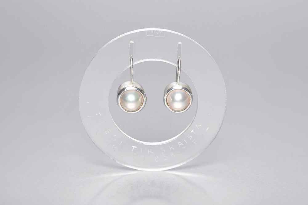 Image of silver earrings with pearls TAM TE FORMOSA