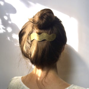 Image of wave barrette