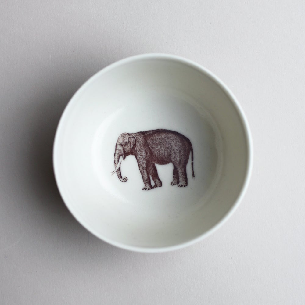 Image of roundie bowl with elephant,  ivory