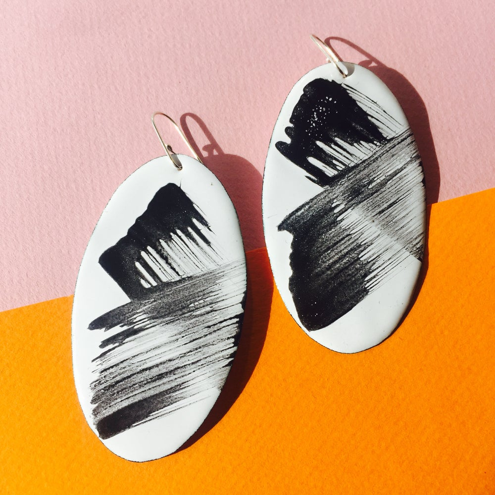 Image of Brush strokes earrings in  white Large