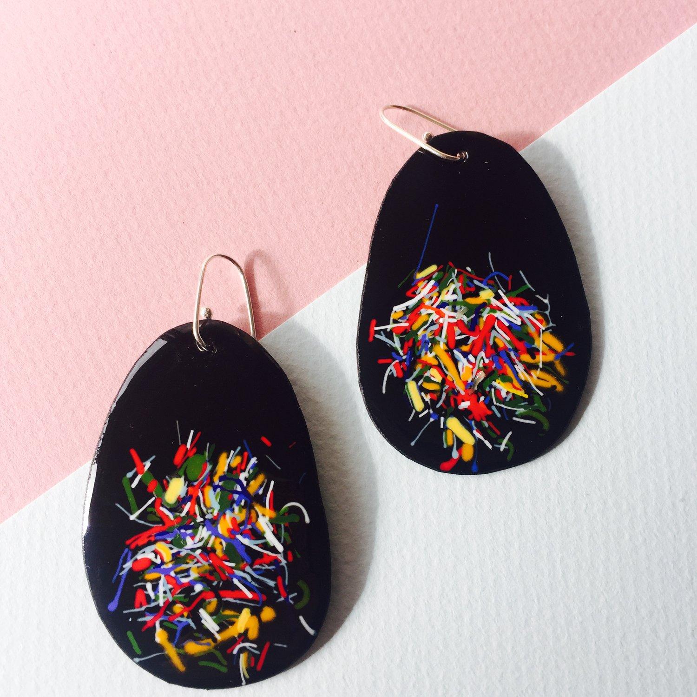 Image of Confetti in black enamel- medium