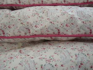 Image of Sweet And Dainty Single Ivy Paisley Eiderdown