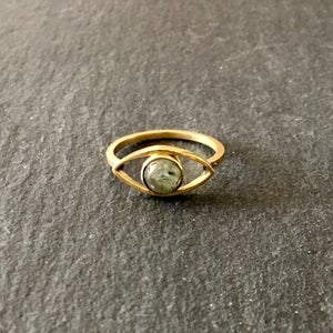 Image of Eye am ring prehnite
