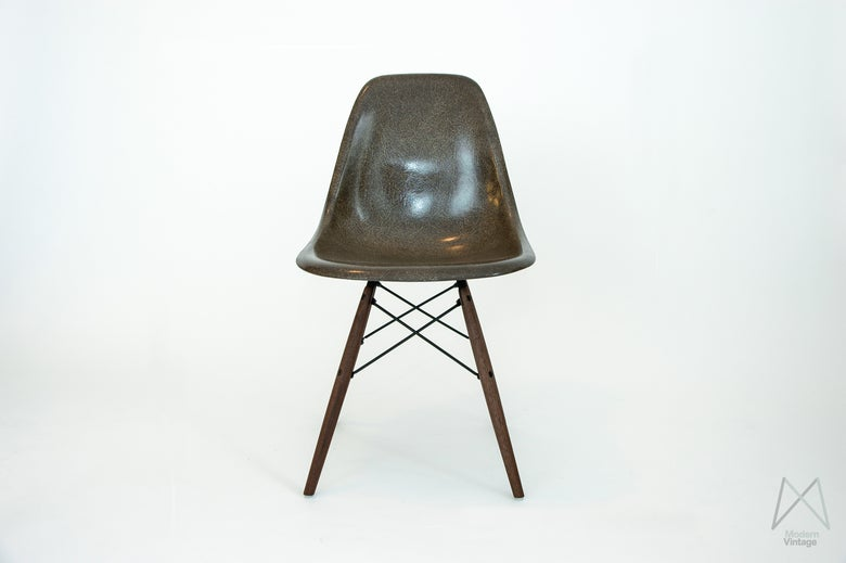 Image of Eames DSW/DSX/DSR Seal Brown Stuhl Sessel