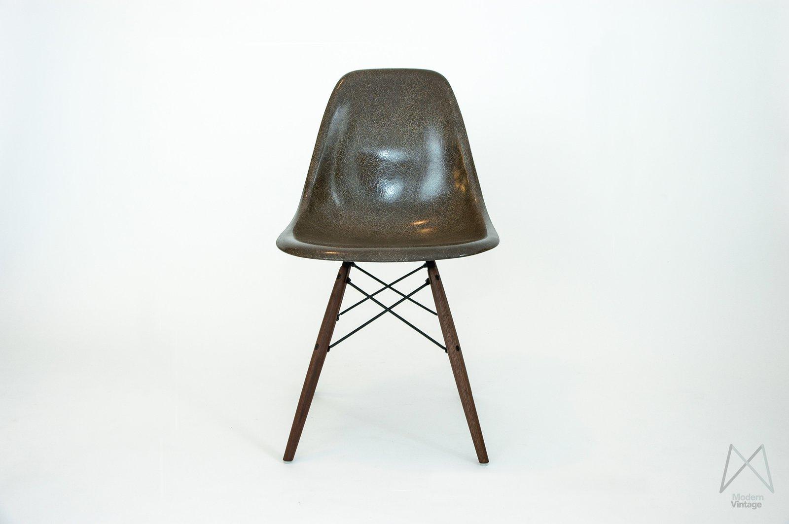 Eames Furniture Design. Image Of Eames Dsw/dsx/dsr Seal Brown Stuhl Sessel